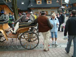 Zakopane High street : gossiping between rides